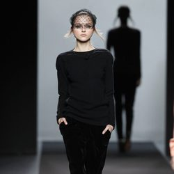 Look total black de Miguel Palacio en Fashion Week Madrid