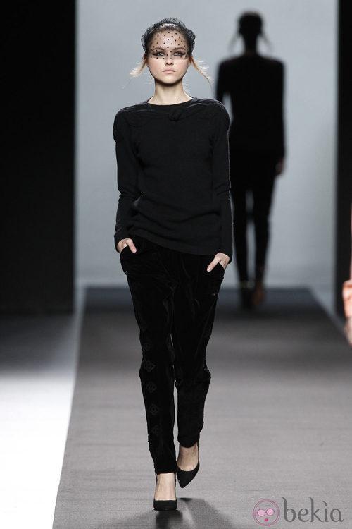 Look total black de Miguel Palacio en Fashion Week Madrid
