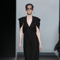 Vestido largo negro de la colección otoño/invierno 2012/2013 de Miguel Palacio