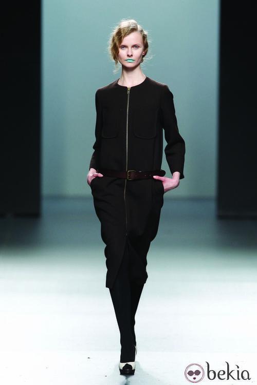 Vestido negro de líneas rectas de la colección otoño/invierno 2012/2013 Lemoniez
