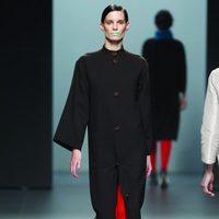 Abrigo largo de paño en color negro de la colección otoño/invierno 2012/2013 Lemoniez