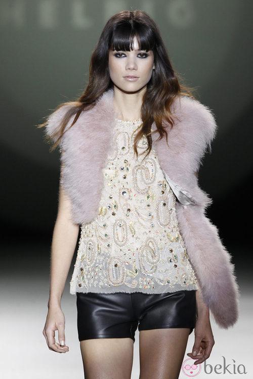 Shorts de cuero negro de Teresa Helbig en la Madrid Fashion Week