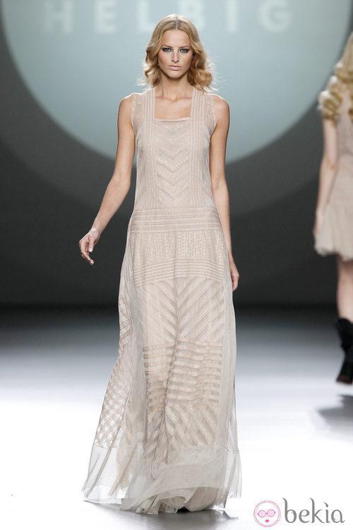 Vestido largo nude de la colección otoño/invierno 2012/2013 de Teresa Helbig