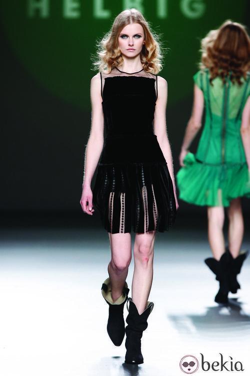Little black dress en terciopelo de la colección otoño/invierno 2012/2013 de Teresa Helbig