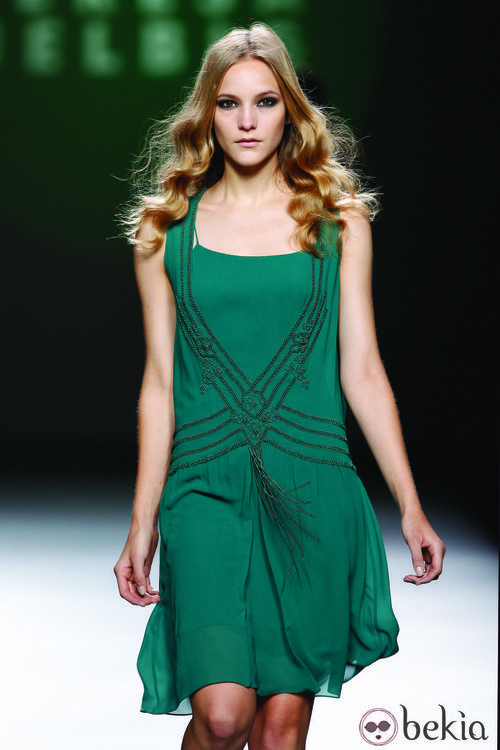 Vestido vaporoso en verde de la colección otoño/invierno 2012/2013 de Teresa Helbig