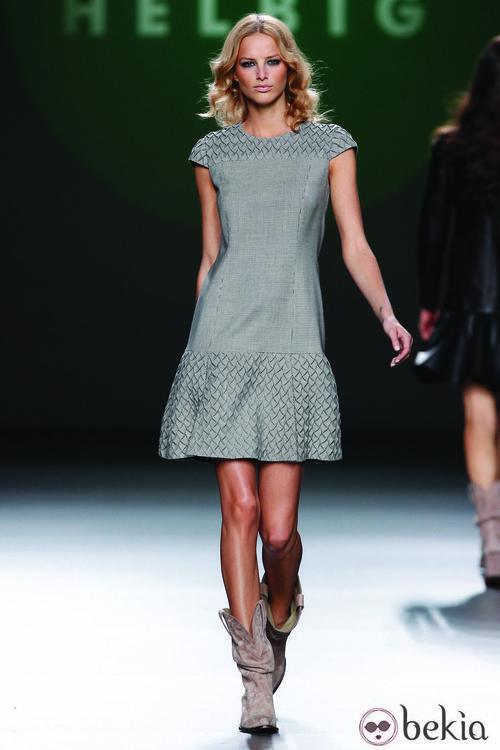 Vestido gris jaspeado de la colección otoño/invierno 2012/2013 de Teresa Helbig