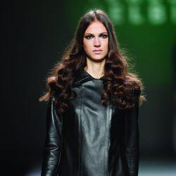 Vestido de cuero negro de la colección otoño/invierno 2012/2013 de Teresa Helbig