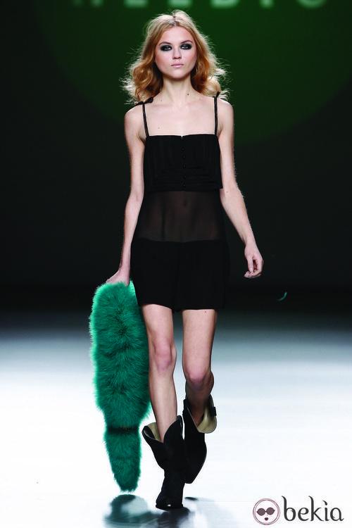 Mini jumsuit de gasa negra de la colección otoño/invierno 2012/2013 de Teresa Helbig