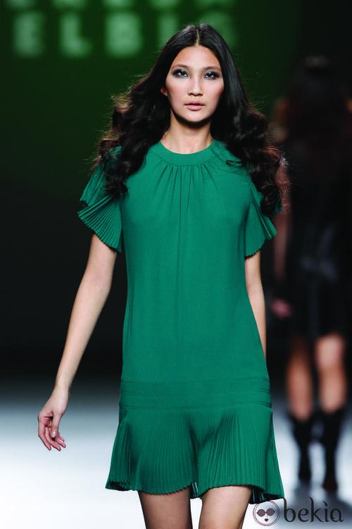 Vestido verde con volante tableado de la colección otoño/invierno 2012/2013 de Teresa Helbig