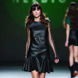 Vestido de cuero negro tableado de la colección otoño/invierno 2012/2013 de Teresa Helbig