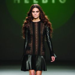 Vestido de cuero y gasa negra de la colección otoño/invierno 2012/2013 de Teresa Helbig