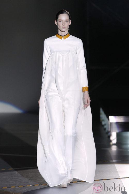 Vestido saco blanco de la colección otoño/invierno 2012/2013 de Davidelfin