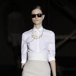 Camisa blanca y falda tubo de la colección otoño/invierno 2012/2013 de Davidelfin
