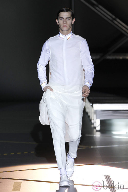 Look blanco total para hombre de la colección otoño/invierno 2012/2013 de Davidelfin