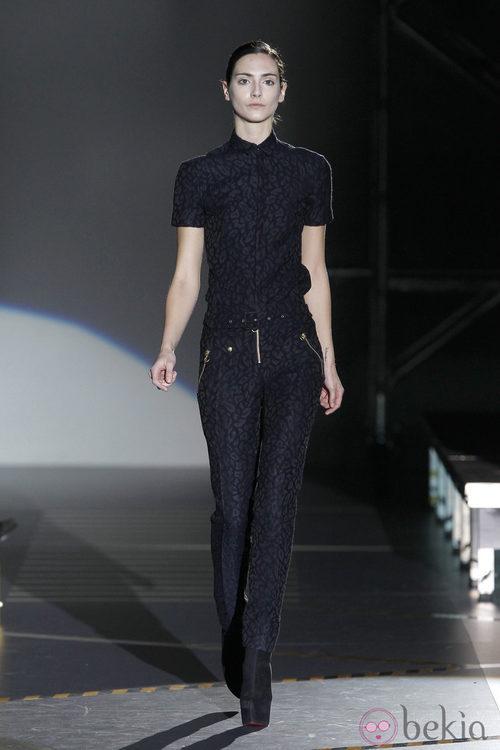 Mono negro estampado de Davidelfin en la Madrid Fashion Week