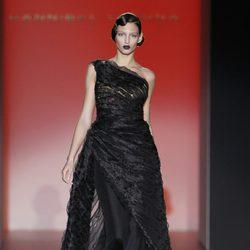 Vestido negro asimétrico de la colección otoño/invierno 2012/2013 de Hannibal Laguna