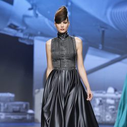Vestido en color negro de Ion Fiz en Fashion Week Madrid