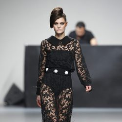 Vestido de encaje largo de Juana Martin en Fashion Week Madrid