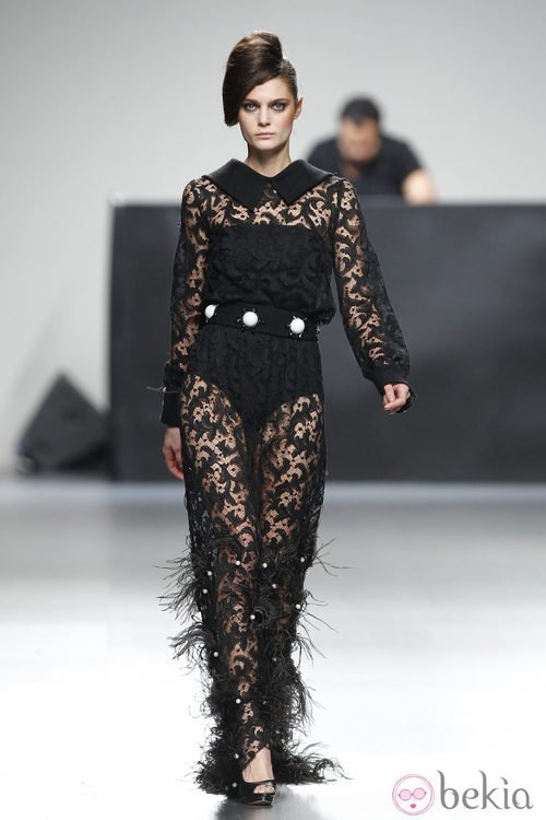 Vestido de encaje largo de Juana Martin en Fashion Week Madrid
