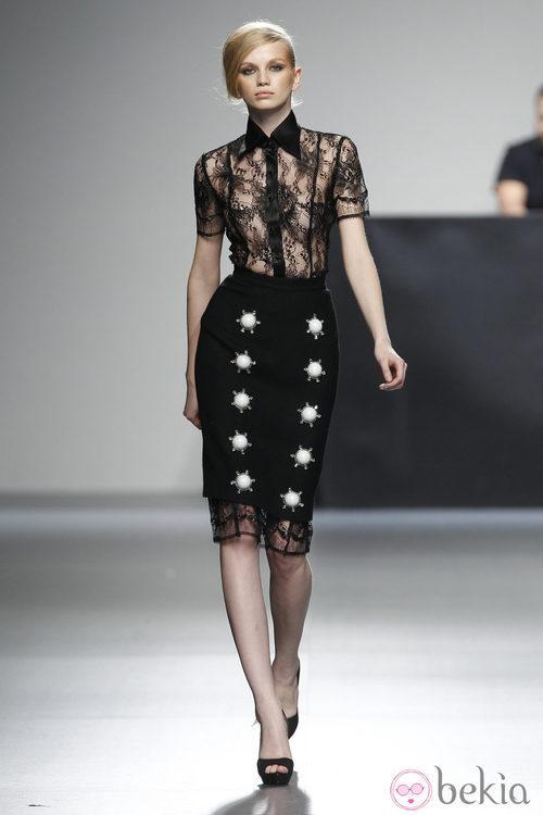 Falda y camisa de encaje de la colección otoño/invierno 2012/2013 de Juana Martin