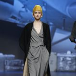 Mono gris marengo de Ion Fiz en Fashion Week Madrid
