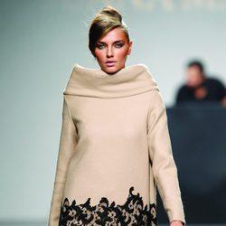 Vestido crema con encaje de la colección otoño/invierno 2012/2013 de Juana Martin