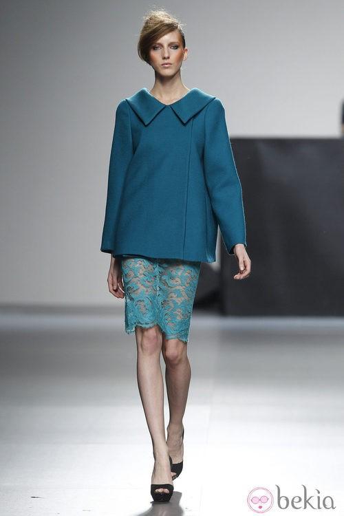 Conjunto de falda azul de la colección otoño/invierno 2012/2013 de Juana Martin