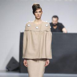 Conjunto de falda y chaqueta en color crema de la colección otoño/invierno 2012/2013 de Juana Martin