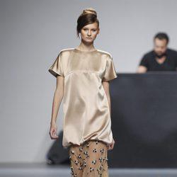 Falda larga y camisa color crema de la colección otoño/invierno 2012/2013 de Juana Martin