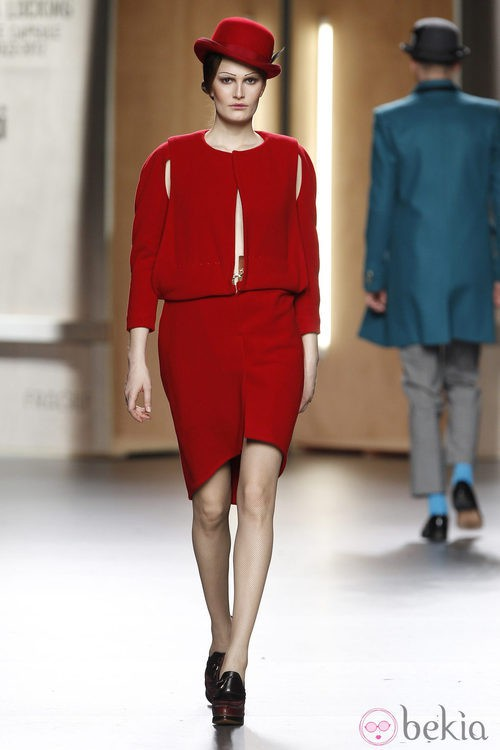 Cut out dress rojo de Ana Locking en Fashion Week Madrid