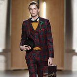 Traje con estampado tartán para hombre de Ana Locking en Fashion Week Madrid