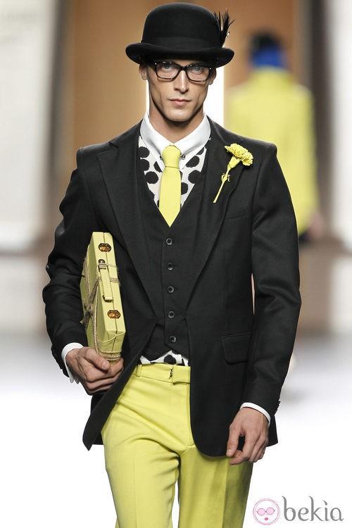 Traje de hombre en negro y amarillo limón de Ana Locking en Fashion Week Madrid