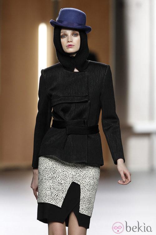 Falda con estampado dálmata de Ana Locking en Fashion Week Madrid