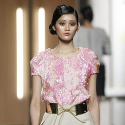 Top de lentejuelas en rosa pastel de Ana Locking en Fashion Week Madrid