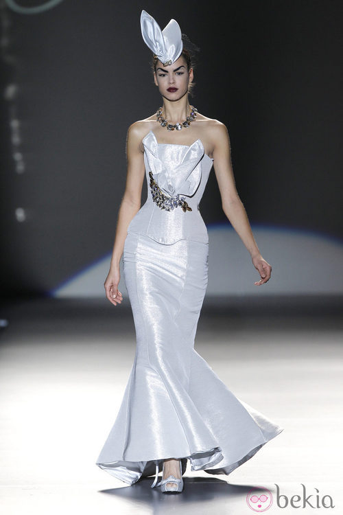 Corsé gris perla de Maya Hansen en Madrid Fashion Week