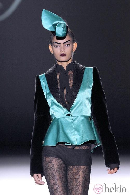 Pantalón de encaje transparente de Maya Hansen en Madrid Fashion Week