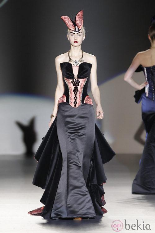 Corsé con escote en forma de lazo de Maya Hansen en Madrid Fashion Week