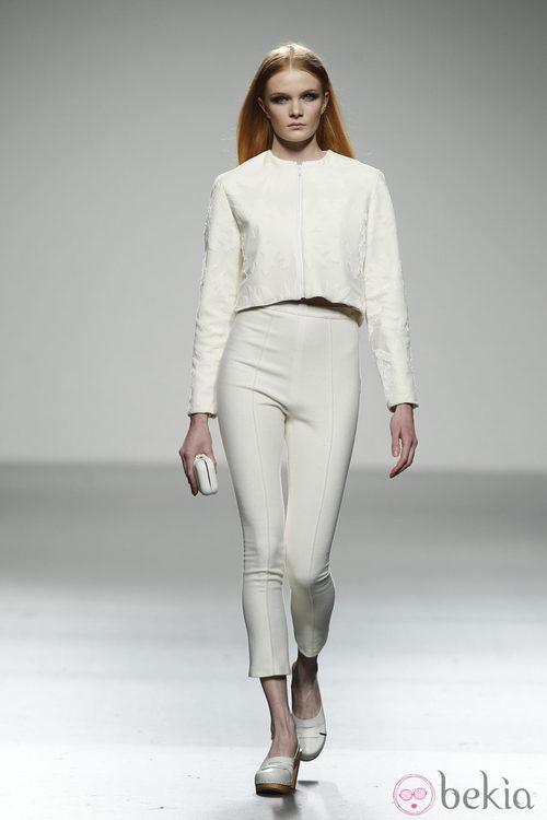 Pantalón capri y top blanco de River William en 'El Ego' de Fashion Week Madrid