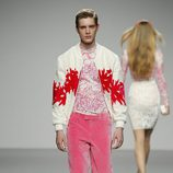 Pantalón de terciopelo rosa para hombre de River William en 'El Ego' de Fashion Week Madrid