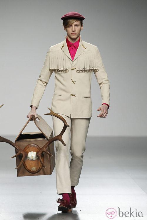 Diseño en blanco roto de Ixone Elzo en 'El Ego' de Fashion Week Madrid