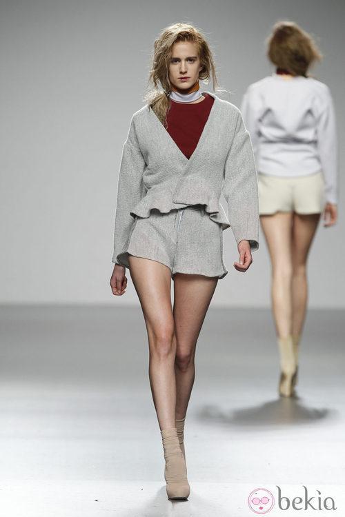Diseño en gris perla de Sternös en 'El Ego' de Fashion Week Madrid