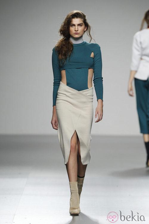 Top verde y falda tubo en nude de Sternös en 'El Ego' de Fashion Week Madrid