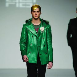 Chaqueta verde plastificada de David del Río en 'El Ego' de Fashion Week Madrid