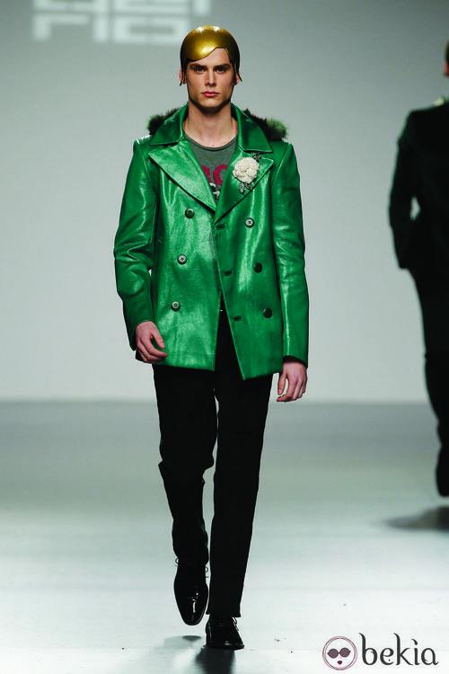 Chaqueta verde plastificada de David del Río en 'El Ego' de Fashion Week Madrid