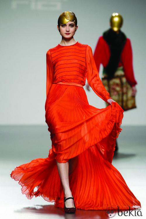 Vestido en color 'tangerine tango' de David del Río en 'El Ego' de Fashion Week Madrid