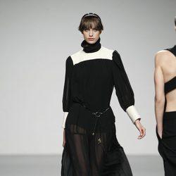 Diseño vaporoso en negro de Moises Nieto en 'El Ego' de Fashion Week Madrid