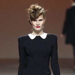 Vestido esmoquin de Kina Fernández en la Fashion Week Madrid