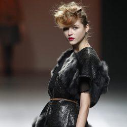Chaqueta con pelo en los bordes de Kina Fernández en la Fashion Week Madrid