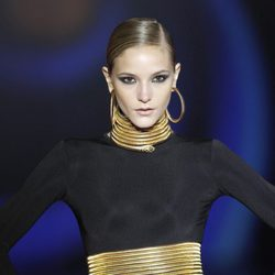 Complementos de culebra en dorado de Aristocracy en la Fashion Week Madrid