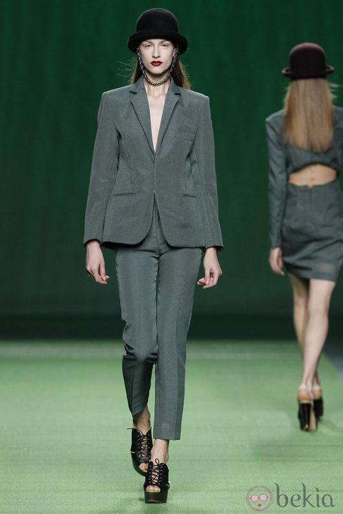 Traje pantalón verde de Martin Lamothe en la Fashion Week Madrid